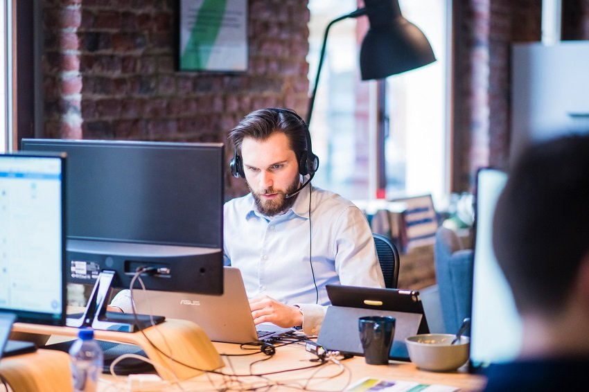 Optimiza el servicio al cliente en el sector de telecomunicaciones