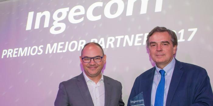 WhiteBearSolutions entrega el premio a su mejor partner, Logicalis, en la Fiesta Anual de Ingecom