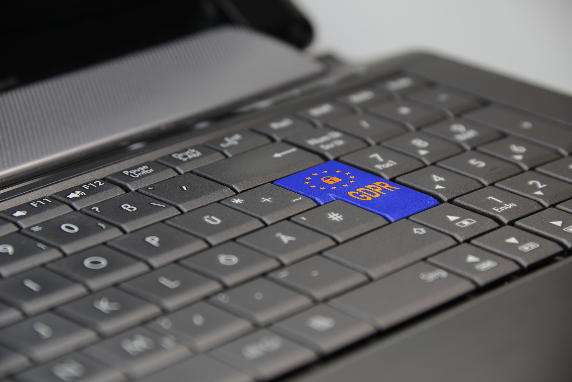 Cómo cumplir con la nueva normativa de protección de datos mediante herramientas de GdI y backup